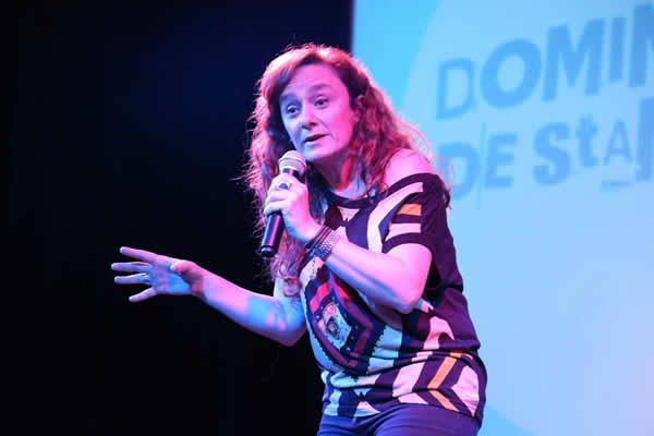 Alejandra Bavera comediante de Stand Up, guionista, productora.