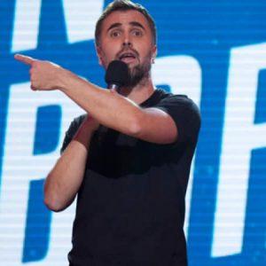 Juan Barraza Actor, comediante, guionista, músico, imitador y humorista de radio.